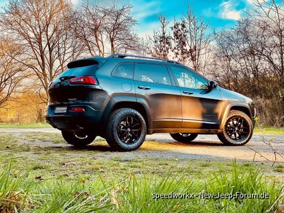 Cherokee KL Trailhawk Pirelli Scorpion All Terrain Plus (2019)