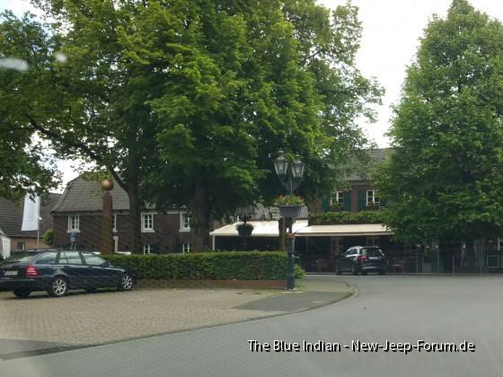 HotelRestaurant links ist Eingang
