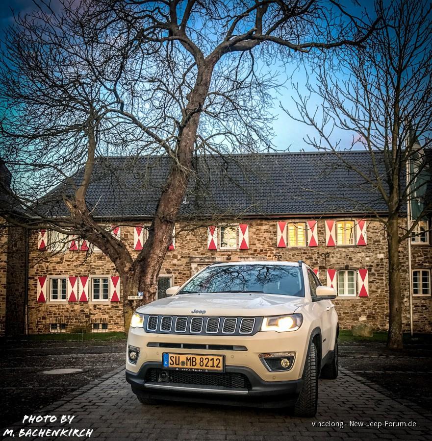 Jeep als Burgherr