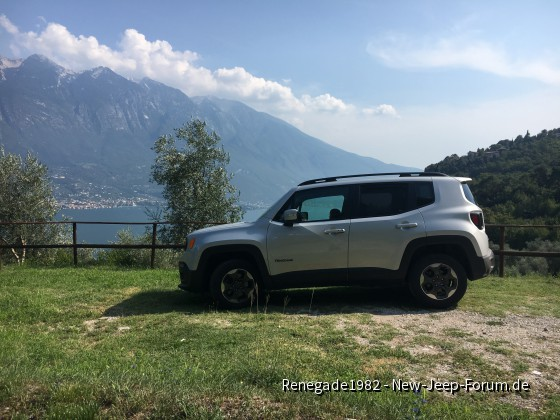 Mein Renegade braucht auch mal Urlaub hier am Gardasee oberhalb von Limone