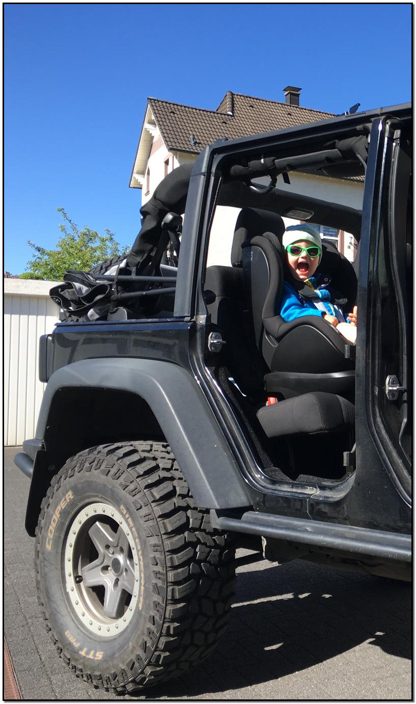 Jeep offen mit Kind